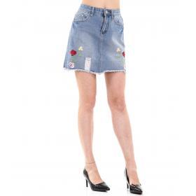 Minigonna di jeans con ricami floreali da donna