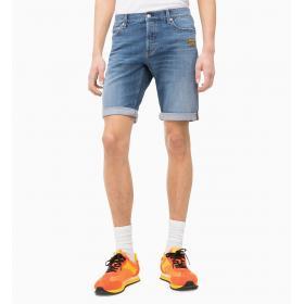 Pantaloncini Shorts Calvin Klein Jeans di jeans slim con stemma da uomo rif. J30J313045
