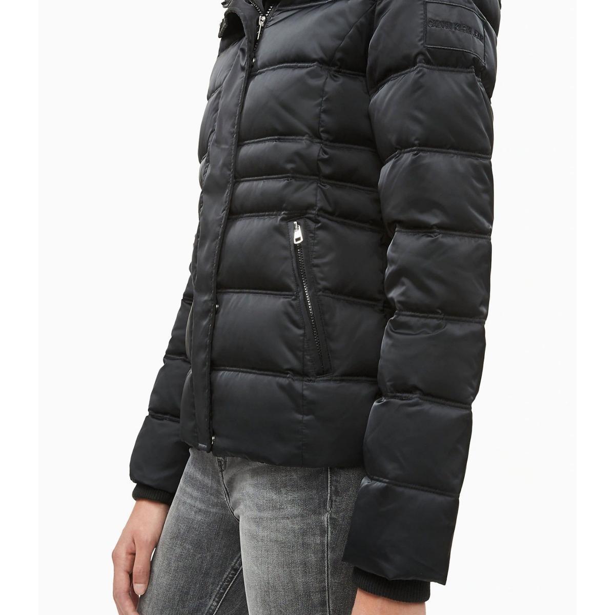 Piumino Calvin Klein Jeans imbottito con cappuccio da donna rif. J20J211541