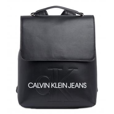 Zaino Calvin Klein Jeans Monogram Sculpted con patta da donna rif. K60K605538