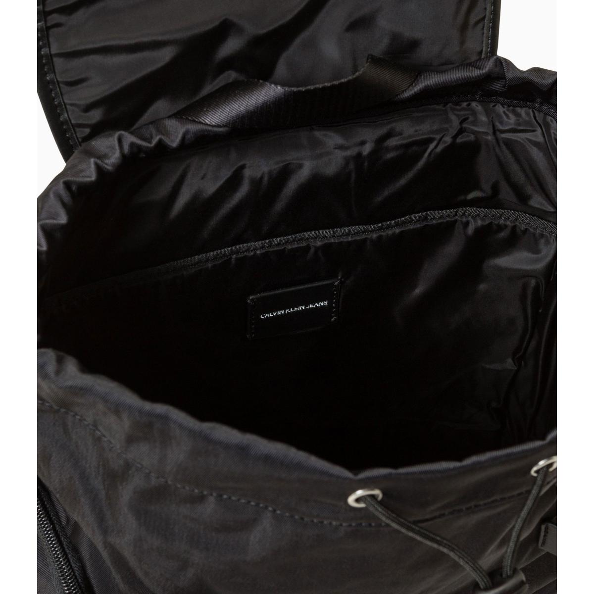 Zaino Calvin Klein Jeans in twill di nylon con logo ricamato unisex rif. K50K504736